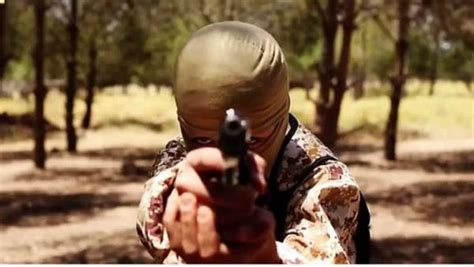 'Kill your parents,' IS orders 12-year-old child soldiers