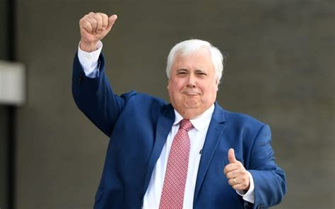 Clive Palmer's star candidate quits because its tshirts