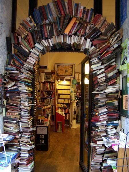 Entrance to a Bookstore in Lyon | Photo