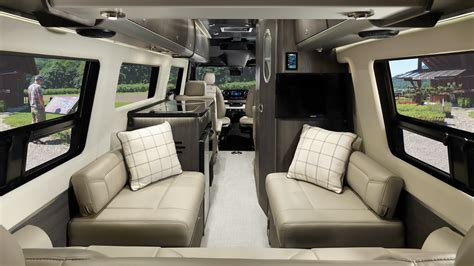 Interstate Lounge EXT | Mercedes-Benz Touring Coaches