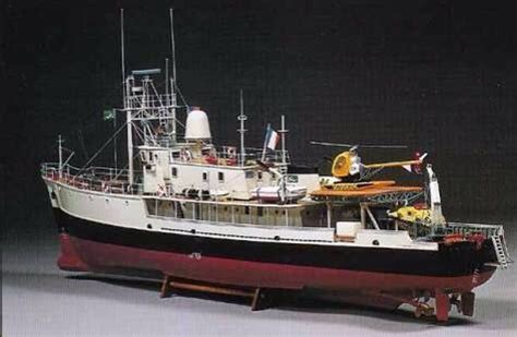 """1/45 Model Research Ship """"Calypso"""" by Billing Boat (With"""