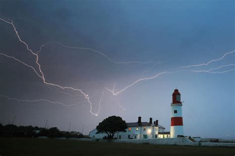 UK weather forecast: Thunderstorm warning in force as Met